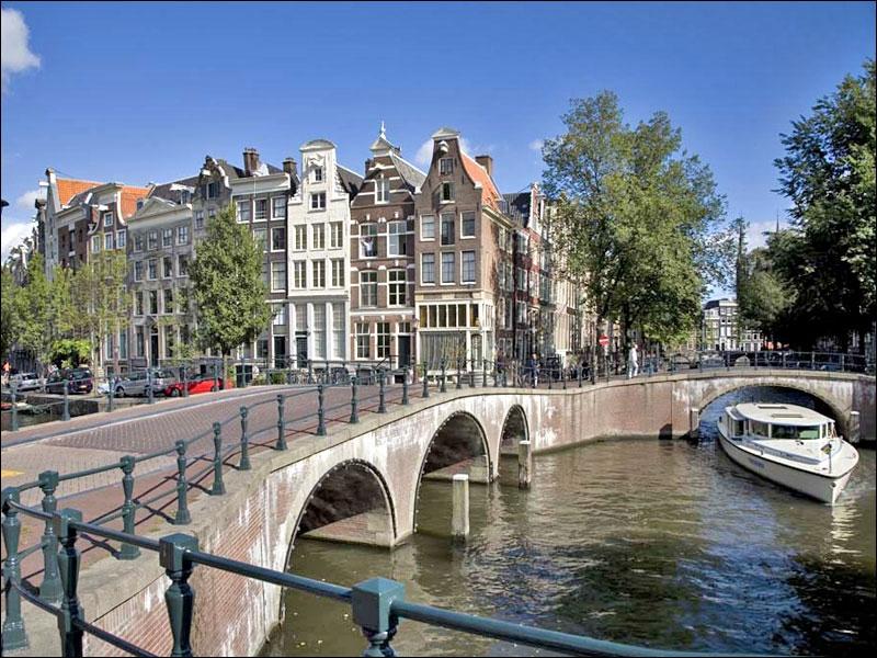 Чартърни_полети_и_самолетни_билети_до_Амстердам.jpg